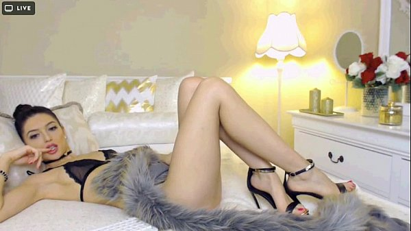 Euro Hot Cam Girl with Amazing Feet and High Heels -tinycam.org