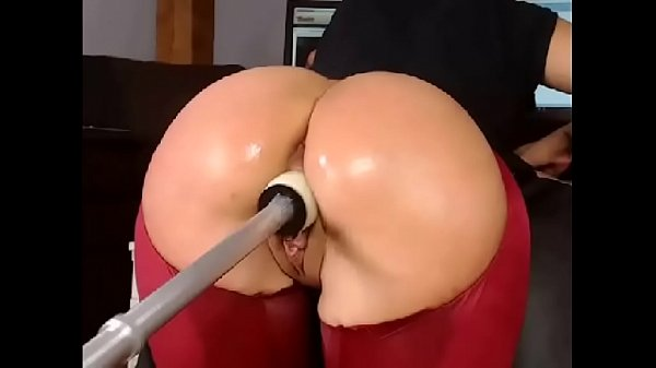Gorgeous Ass Gets Fucked With Fuck Machine – More at CamAngelsLive.com