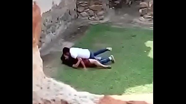 Los grabe cogiendo en las ruinas de la antigua guatemala