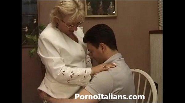 Mature Granny italian – nonna vogliosa di cazzo duro Matura italiana scopa