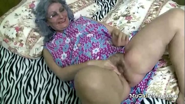 Slut Loves to Go Wild With Grannies