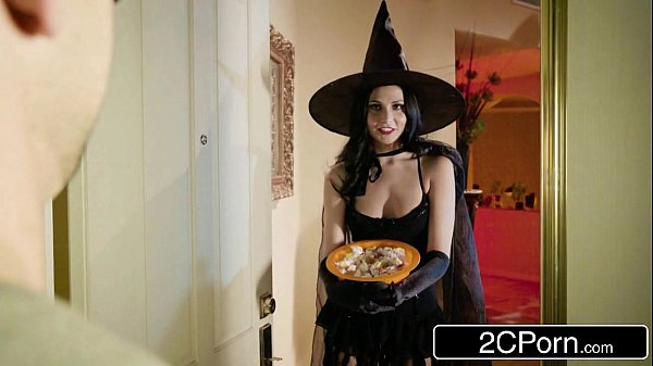 Unfaithful Wife Ariana Marie Fucks Behind Husband's Back on Halloween