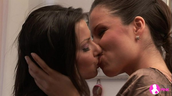 Beautiful Peaches seduces her Lesbian Secretary – Viv Thomas HD